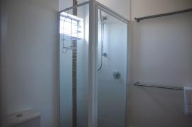 Douche in onze badkamer